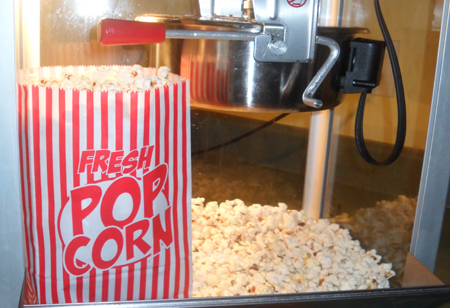 funtimeinflatablesnc-popcornmachine-rental